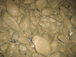 камни грузят до сих пор