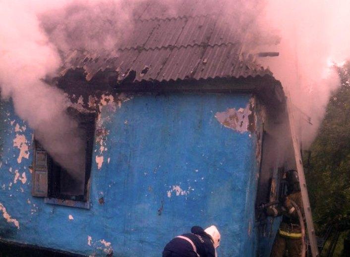 В Школьном горел дом