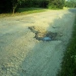 Великовечное яма на дороге