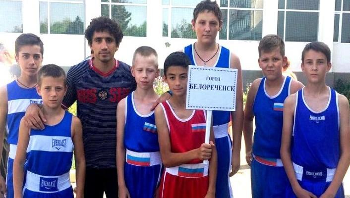 Три золота и серебро завоевали на соревнованиях белореченские боксёры