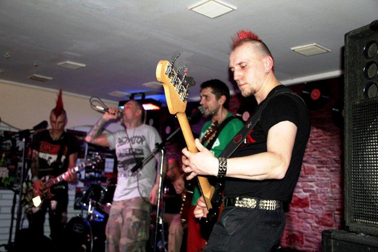 Панк-хардкор нашествие в Рок-Баре