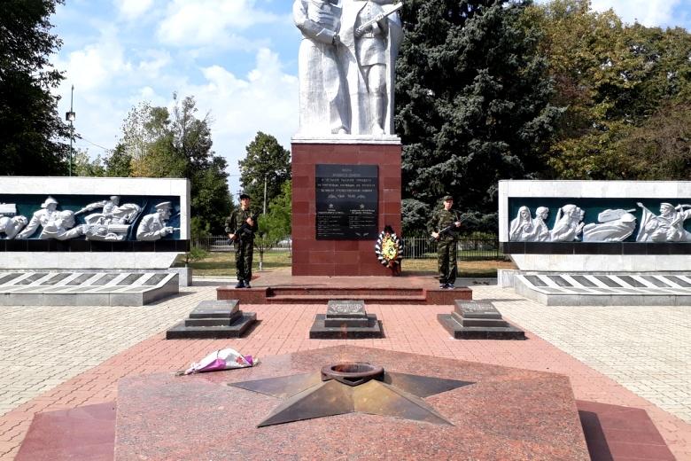 Юнармейцы встали на Почетную Вахту Памяти в память о победе в Курской битве