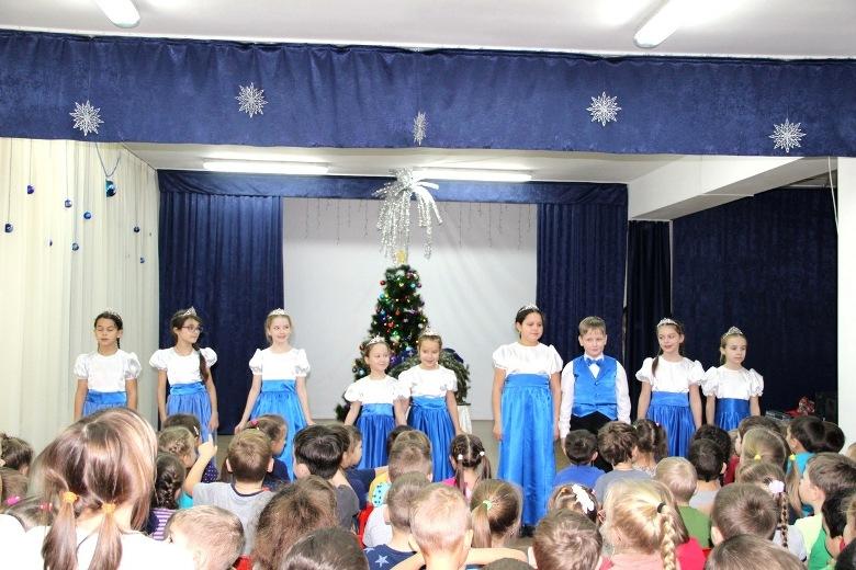 Ученики воскресной школы дали концерт в детском саду №9 «Радуга»