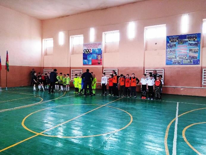 В Великовечном проходят соревнования по мини футболу среди школьных команд Белореченского района