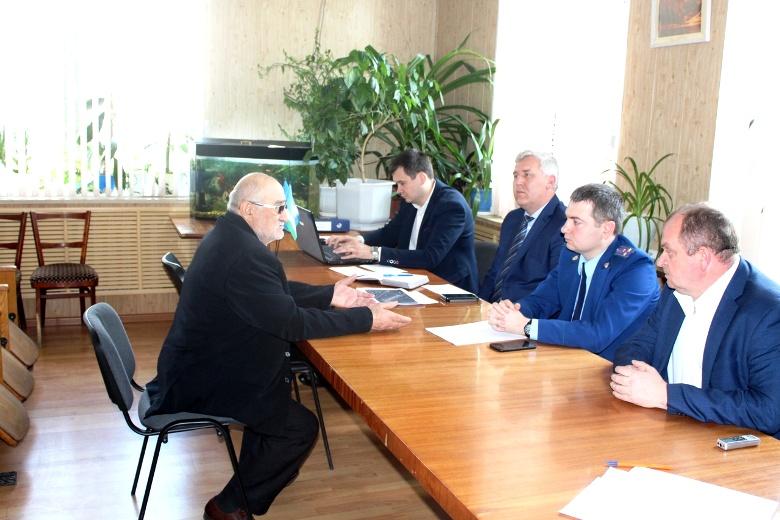 В Великовечном прошел совместный прием граждан прокурорами и главой района
