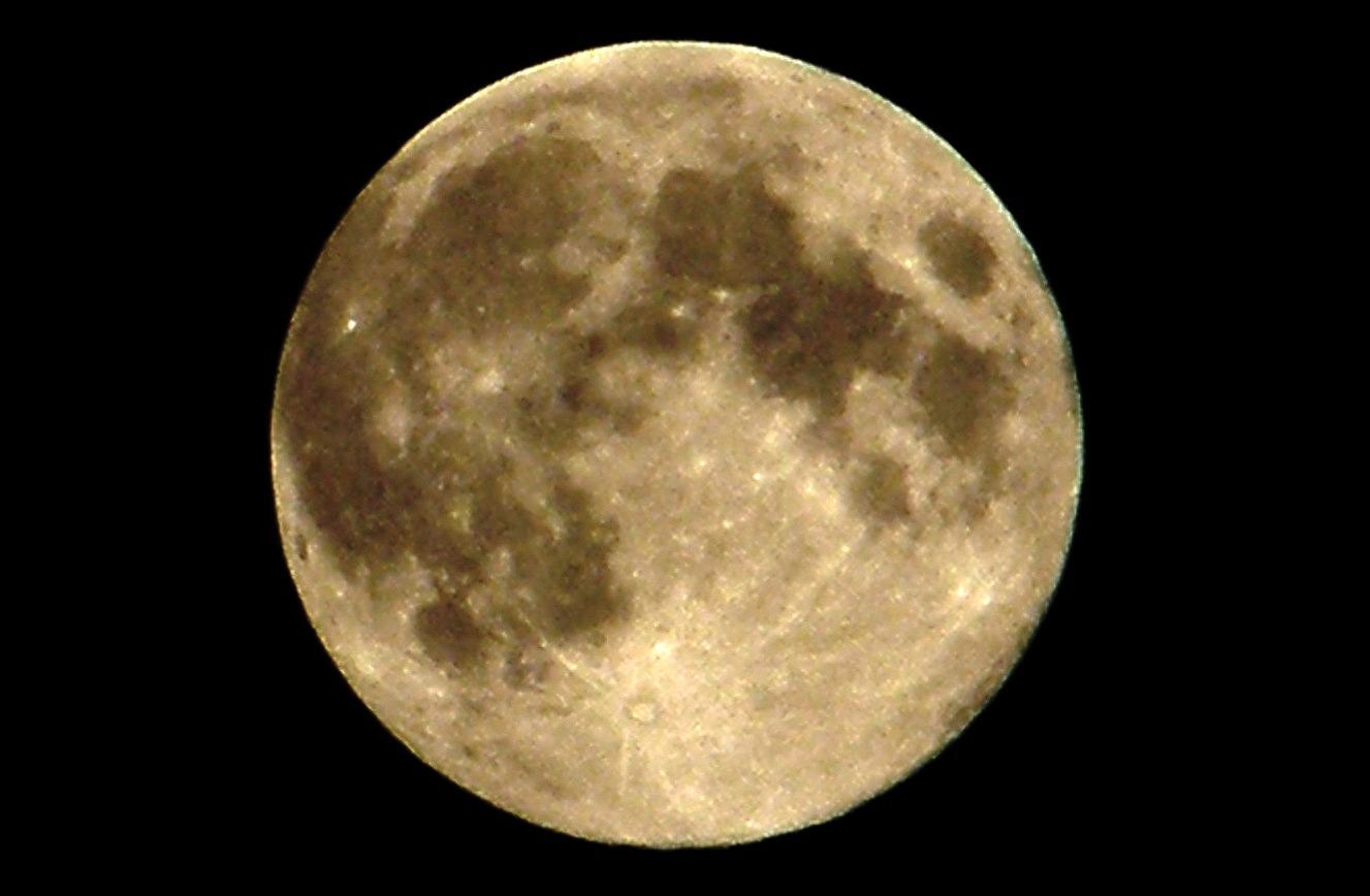 Последняя голубая Луна десятилетия взойдет в субботу вечером