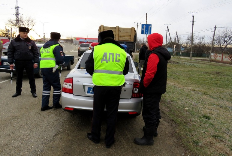 В Белореченске сотрудники ГИБДД проводят рейдовые мероприятия