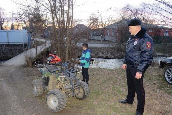 Автоинспекторы остановили 11-летнего ребенка за рулем квадроцикла