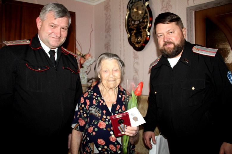 Юбилейные медали и памятные подарки ветеранам Отечественной от администрации Белореченского района