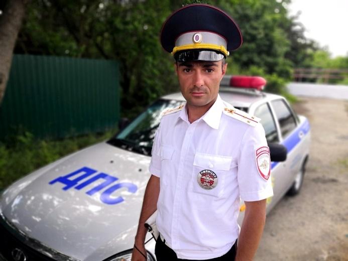 В Белореченском районе полицейский помог экстренно доставить  мужчину в больницу