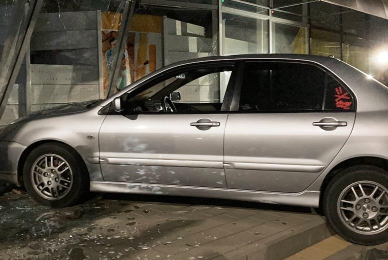 В Белореченске водитель протаранил магазин