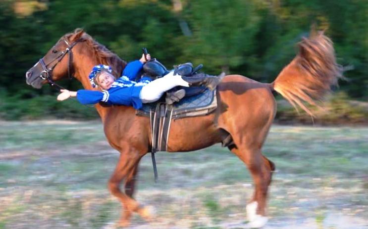 В Геленджикском конном клубе «Черёмушки» прошел первый детско-юношеский турнир по джигитовке