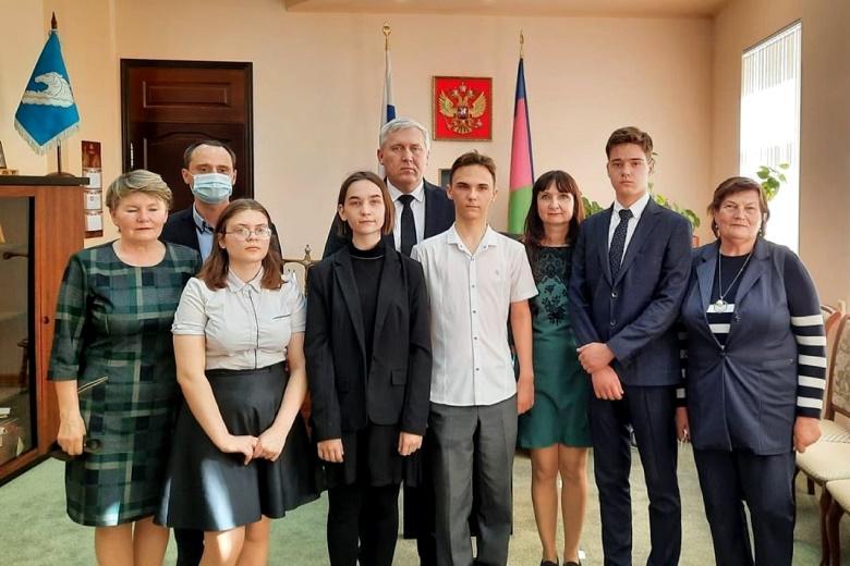 В Белореченской Администрации наградили победителей олимпиады по избирательному праву «Я – гражданин России»