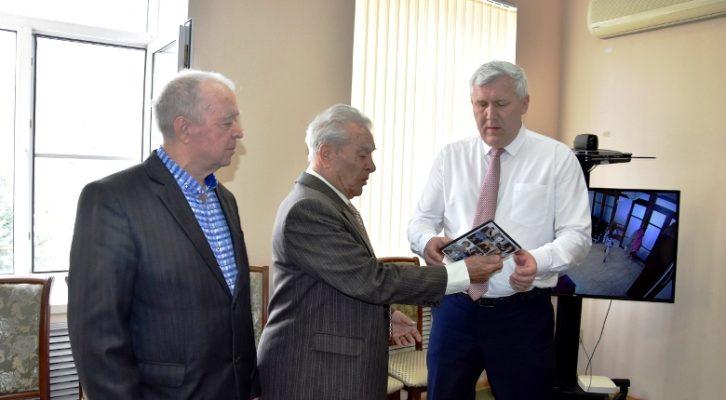 Глава Белореченского района встретился с заслуженным артистом России Плахтеевым Александром Ивановичем