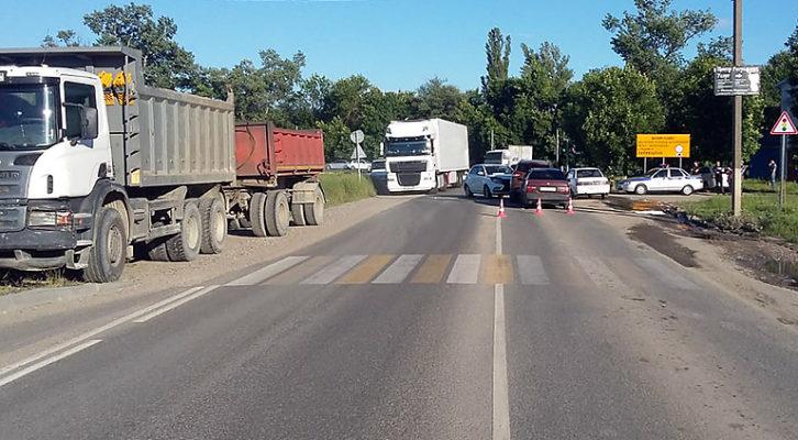 Четыре автомобиля столкнулись в Южном