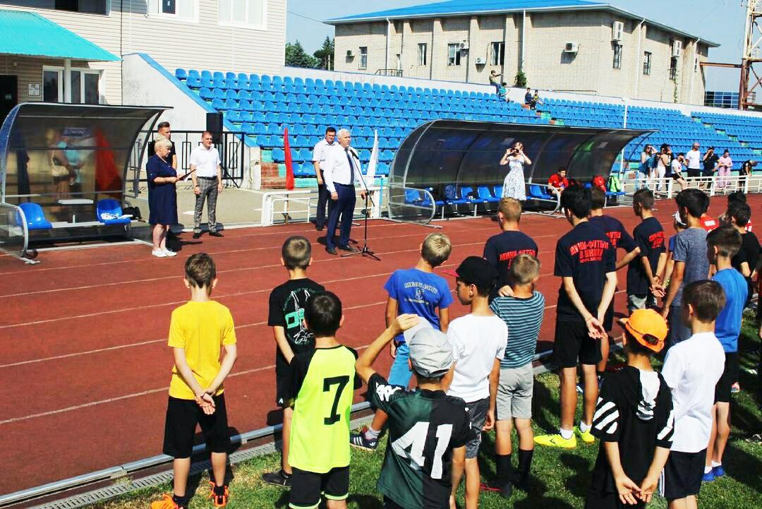 На стадионе «Химик» прошло торжественное открытие 1-го этапа Всекубанского турнира по футболу среди детских дворовых команд