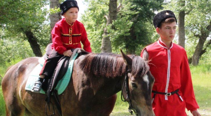 Праздничный поход для юных казачат