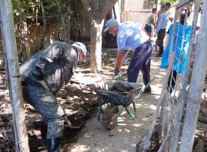 Бригада белореченцев будет помогать жителям Горячего Ключа до завершения ликвидации подтопления